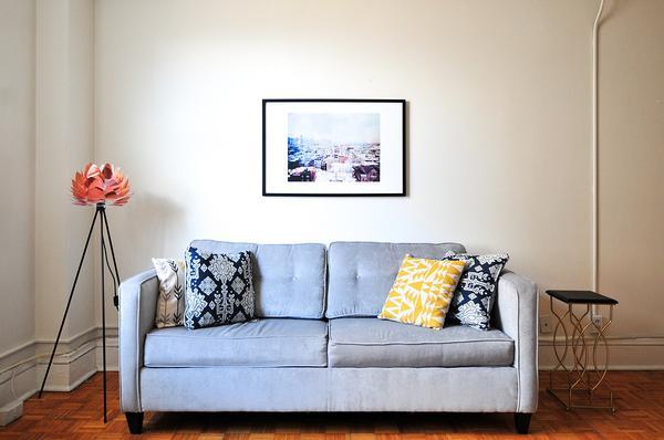 kanapa rozkładana z pojemnikiem na pościel