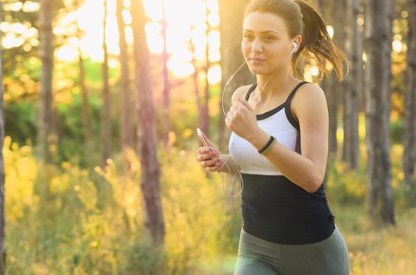 wygodne słuchawki do biegania